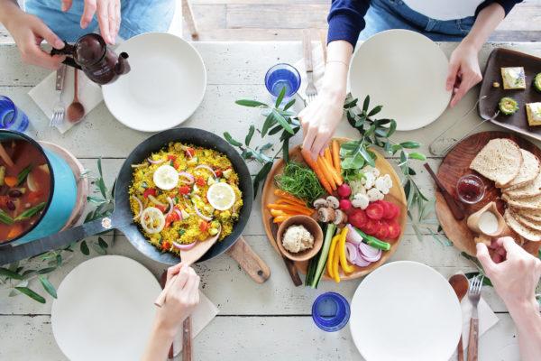 体臭と食べ物の関係とは。においの原因・改善できる食事法も紹介