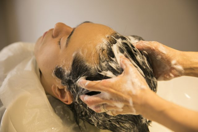 ミドル脂臭に効くシャンプー4選|頭と首周りの洗浄で臭いを撃退
